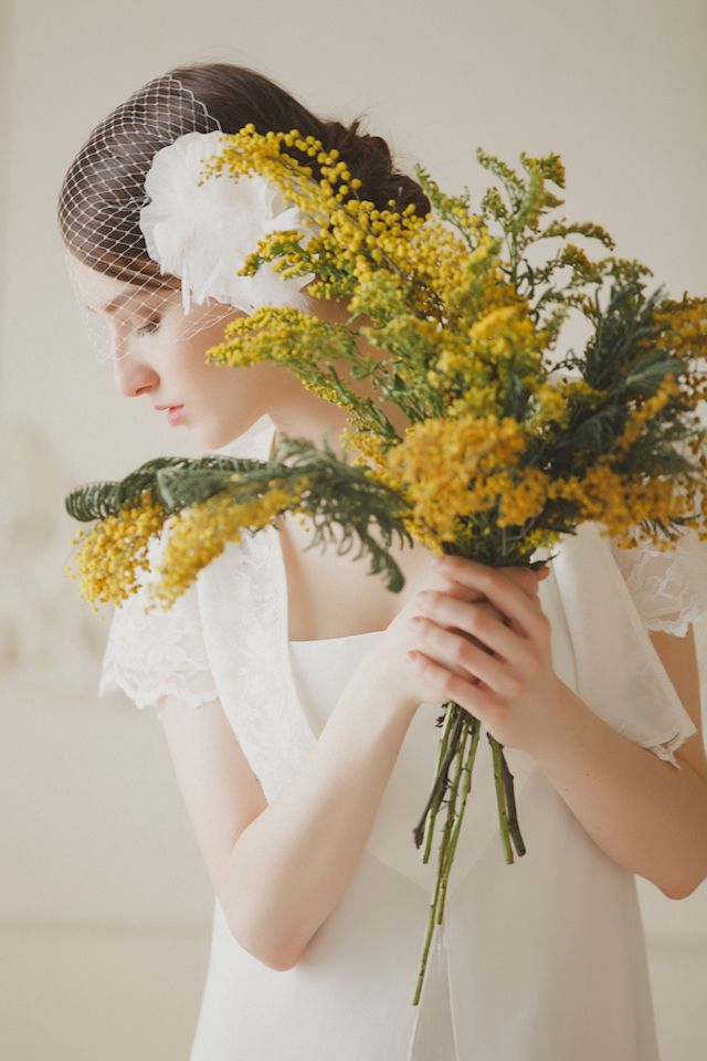 Vintage, yellow bridal session inspiration | Warmphoto Photography | see more on: http://burnettsboards.com/2014/04/vintage-birdcage-bridal-session/ #bridals #bouquet