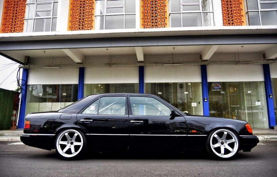 Mercedes Benz W124 300e On Rota Grid Wheels Mercedes Mercedes