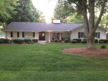 We Have Renovated The Inside Of Our 1969 Ranch Home In Nc We Are Looking For Ideas On Paint Color Ranch House Exterior Exterior House Colors Ranch Style Homes