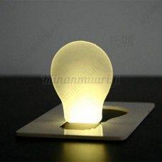 Luottokortin kokoinen LED-valo