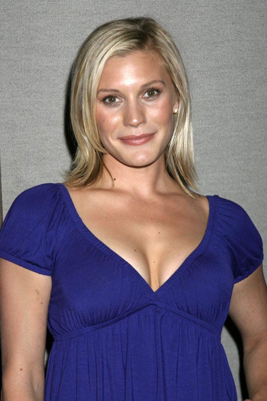 Katee Sackhoff with a weight of 55 kg and a feet size of N/A in favorite outfit & clothing style
