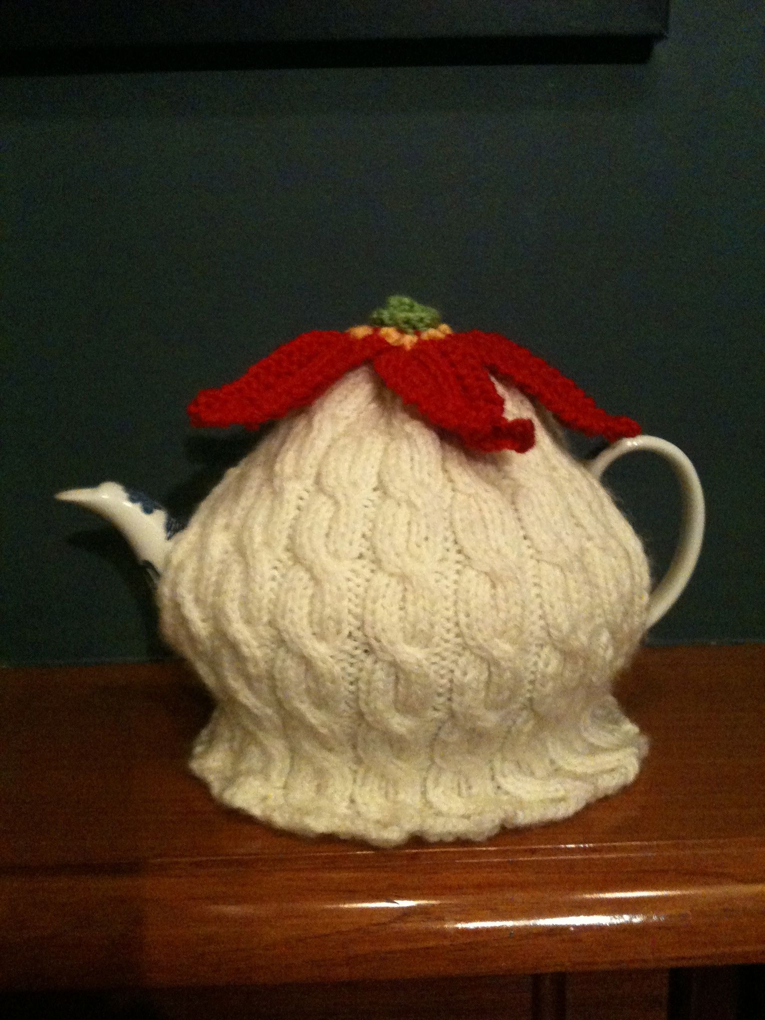 Poinsettia tea cosy by teresale the cosy is based on a free poinsettia tea cosy by teresale the cosy is based on a free internet pattern for a bankloansurffo Images