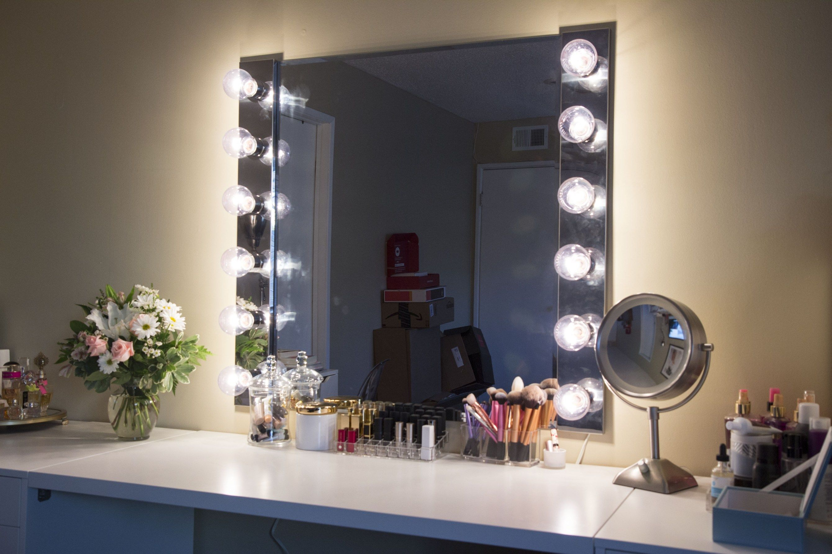 DIY step by step makeup vanity light. Mirror and makeup