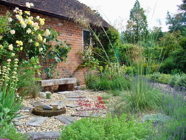 Low maintenance garden designs low maintenance gravel Backyard designs with gravel