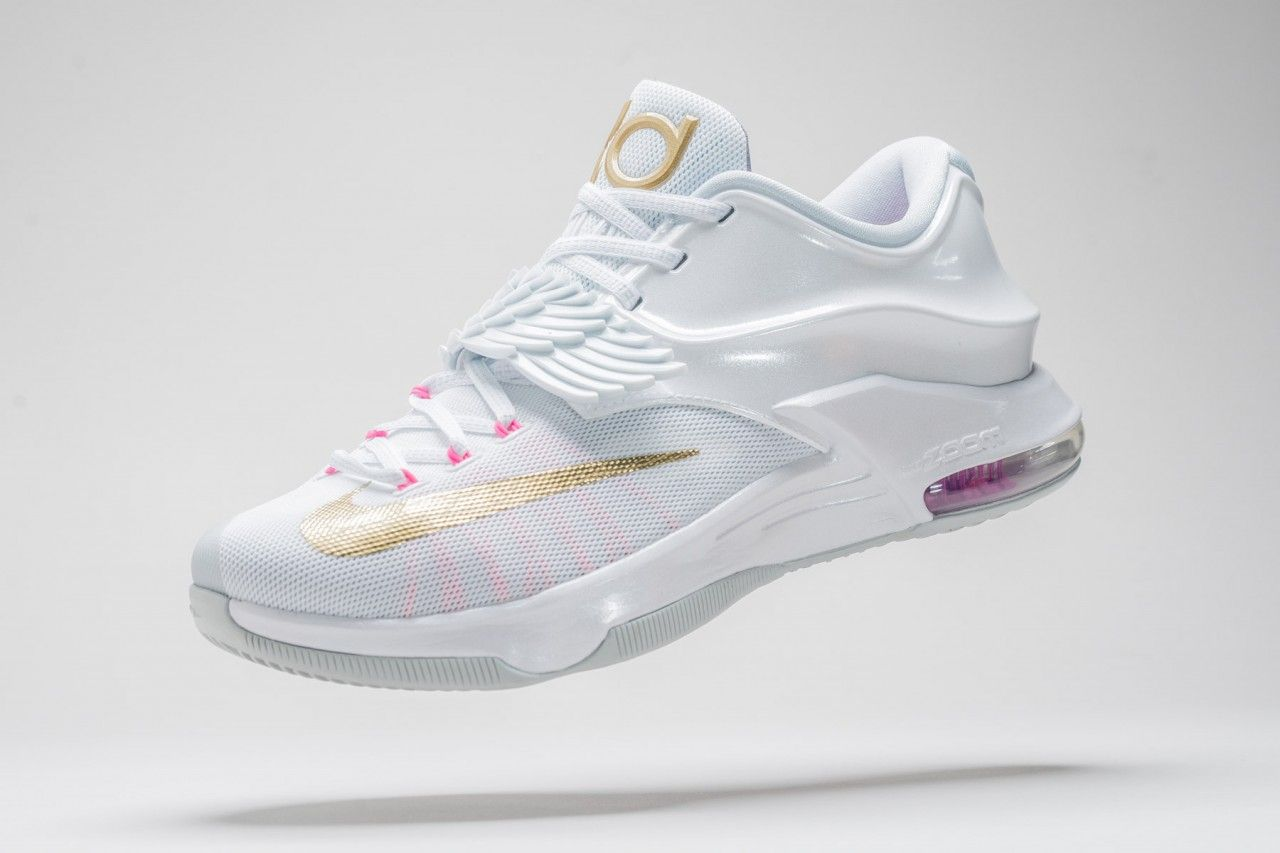 Find out all the latest information on the Nike KD 7 Aunt Pearl, including  release dates, prices and where to cop.