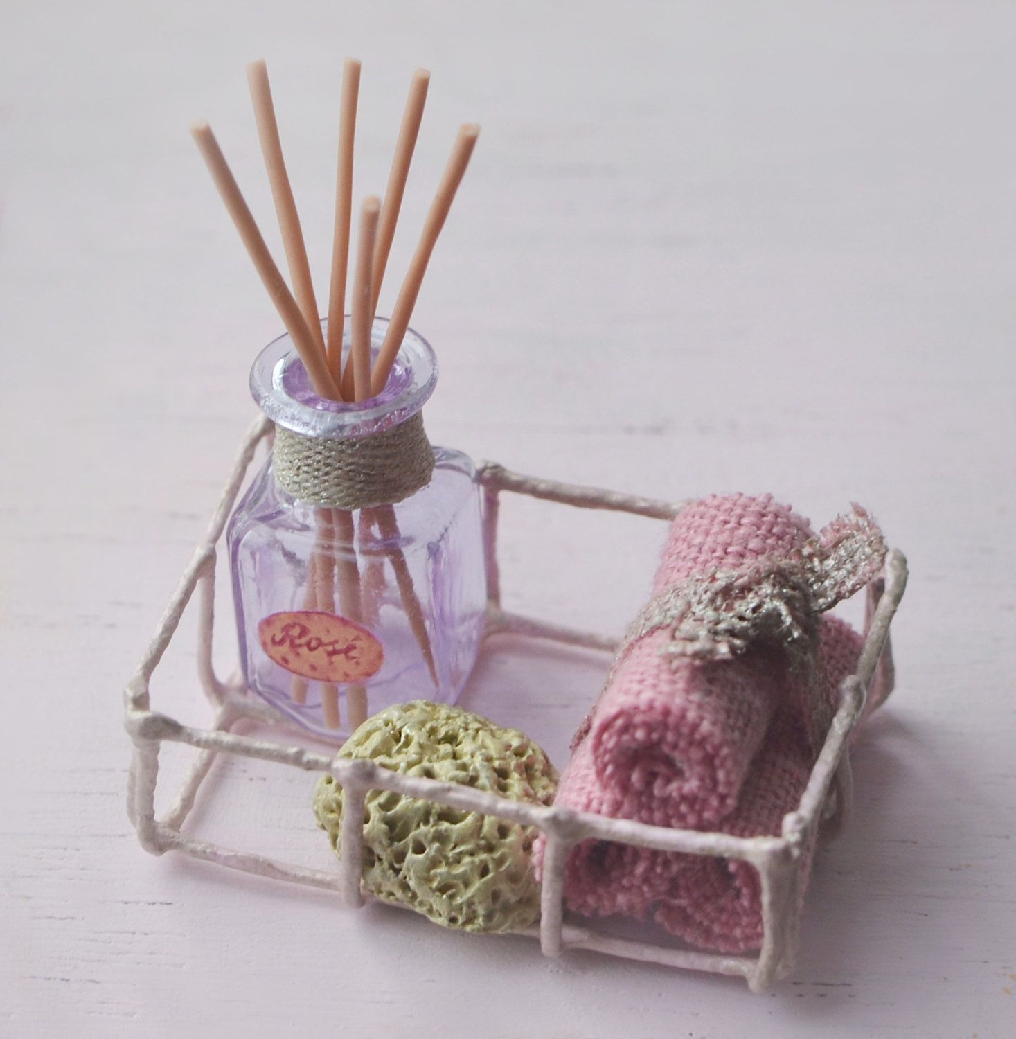 Dollhouse miniature bath set / Miniature wire tray shabby chic with ...