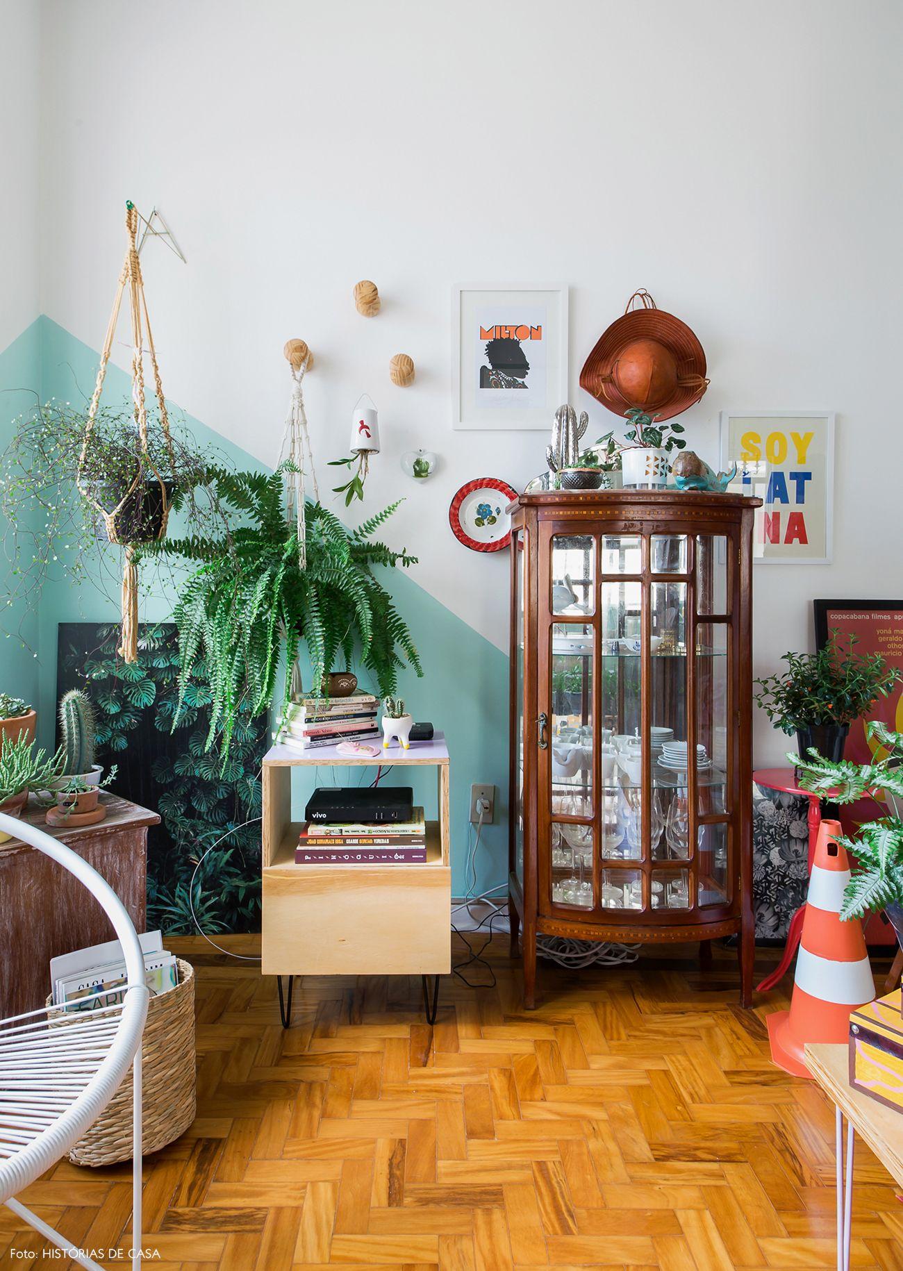 Casa colorida   Capítulo 1 is part of Home decor - Cores alegres, plantas e muitos objetos em um apartamento encantador  Vem conhecer e se inspirar com todos os detalhes dessa casa colorida