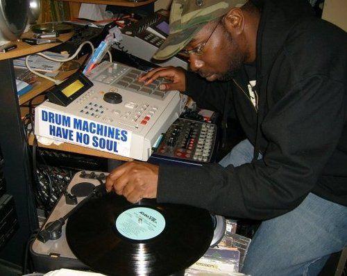 Kev Brown sampling with his MPC 2000XL