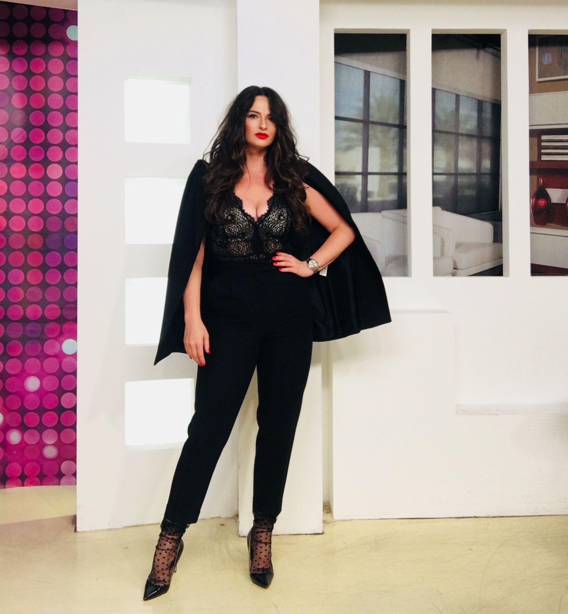 Sunati La 1204 Pentru A Fi In Direct La Castigati Acum La Etno Tv Adelalupse Friday Show Tv Tvshow Live Evening Tv Presenters Style Tv Host