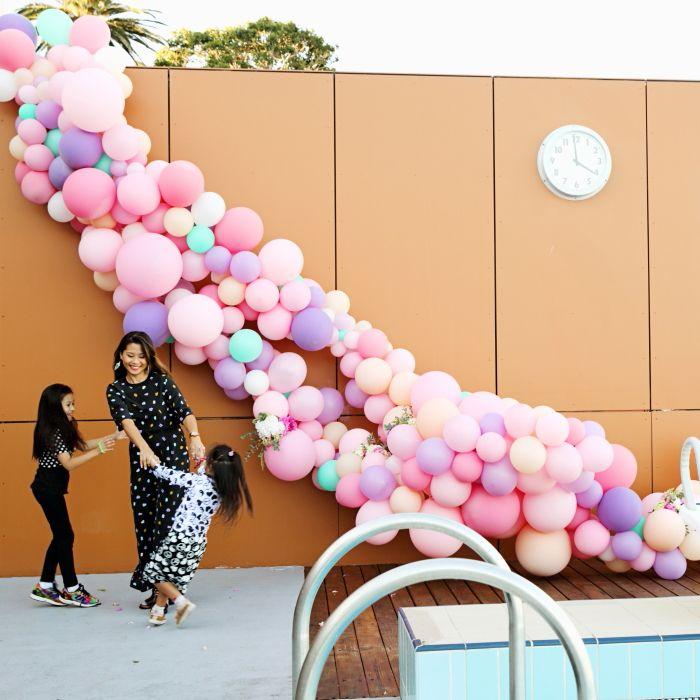How to make a balloon arch (video!) & reader photos | Arch, Balloon ...