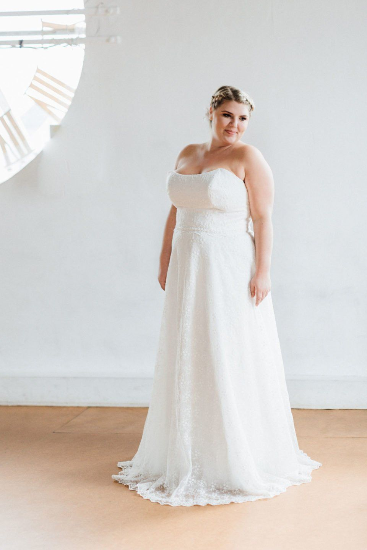 Trägerloses Hochzeitskleid in großen Größen – unsere Sue! Leichte