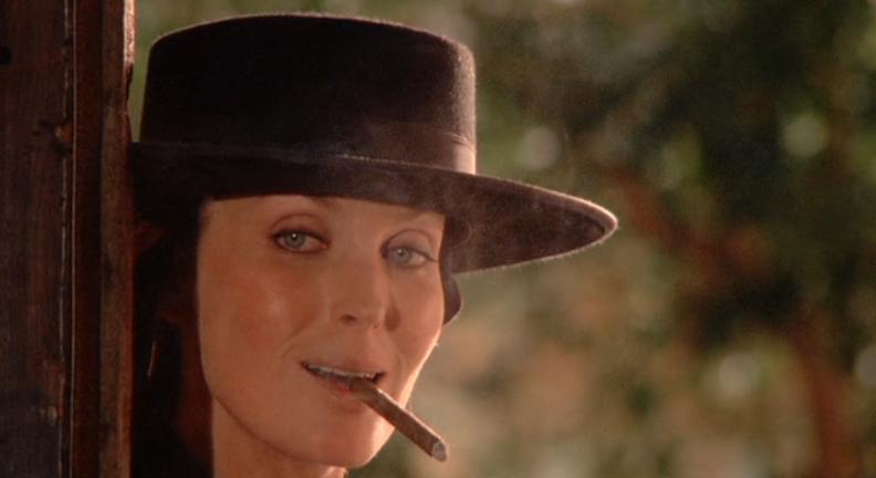 Bo Derek sigara içerken (veya esrar)