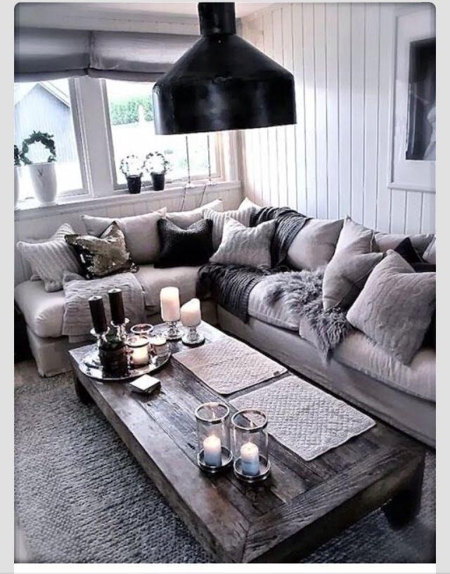 Mélangez l'effet bois et les tissus tel que le lin pour un décor des plus chaleureux !  #boisdegrange #AccentMeubles