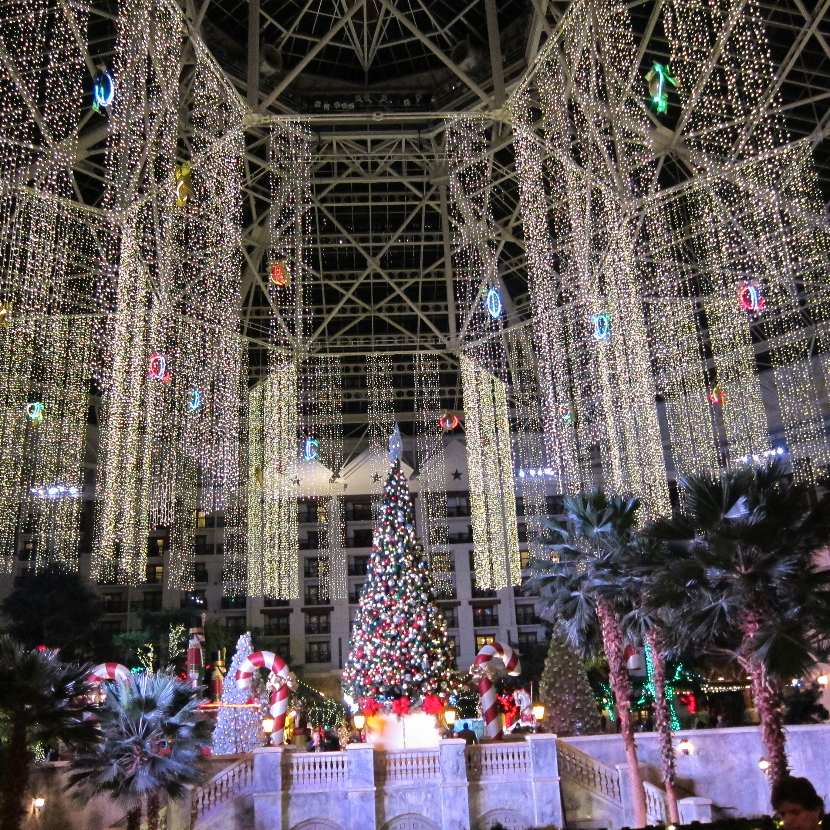 Christmas Lights Display (Gaylord, Grapevine, Texas) | Places I ...