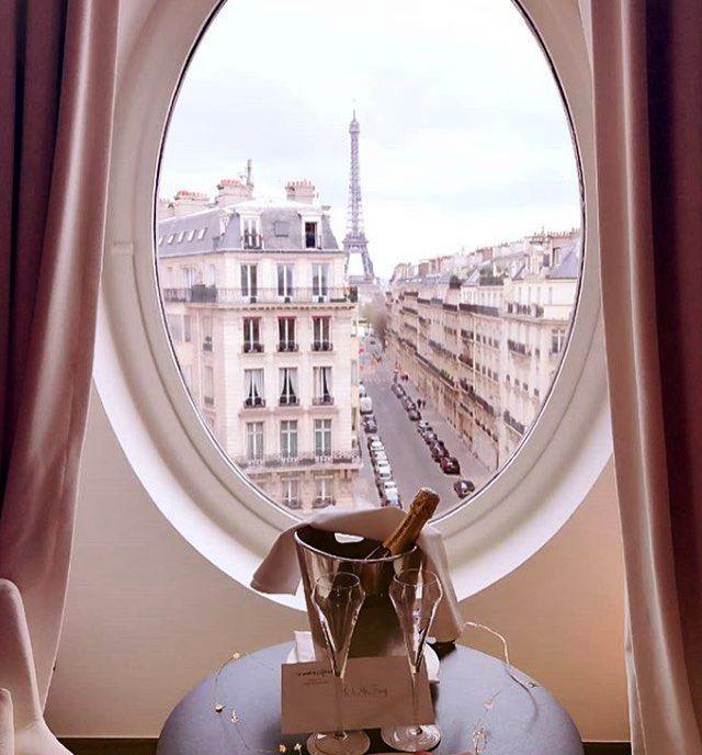 Who want's to wake up in #Paris at the @lemetropolitanparis like @followthenap? #visitparis #parisfrance