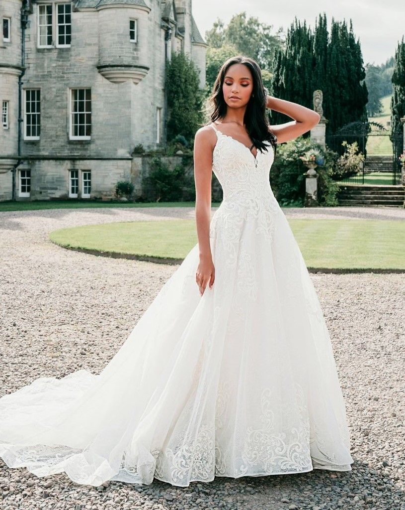 Allure Bridal 9718 In 2020 Wedding Dresses Lace Ballgown Allure Wedding Dresses Ball Gown Wedding Dress