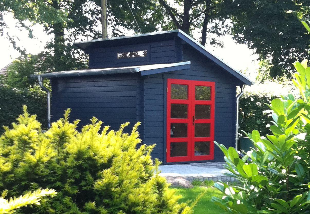 Auf der gemütlichen Holzterrasse am Flachdach Gartenhaus lässt es ...