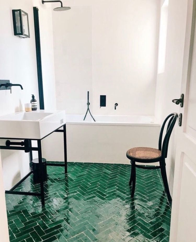 Photo of Ich finde es interessant die Farbe im Bad auf dem Boden zu haben anstatt an der …