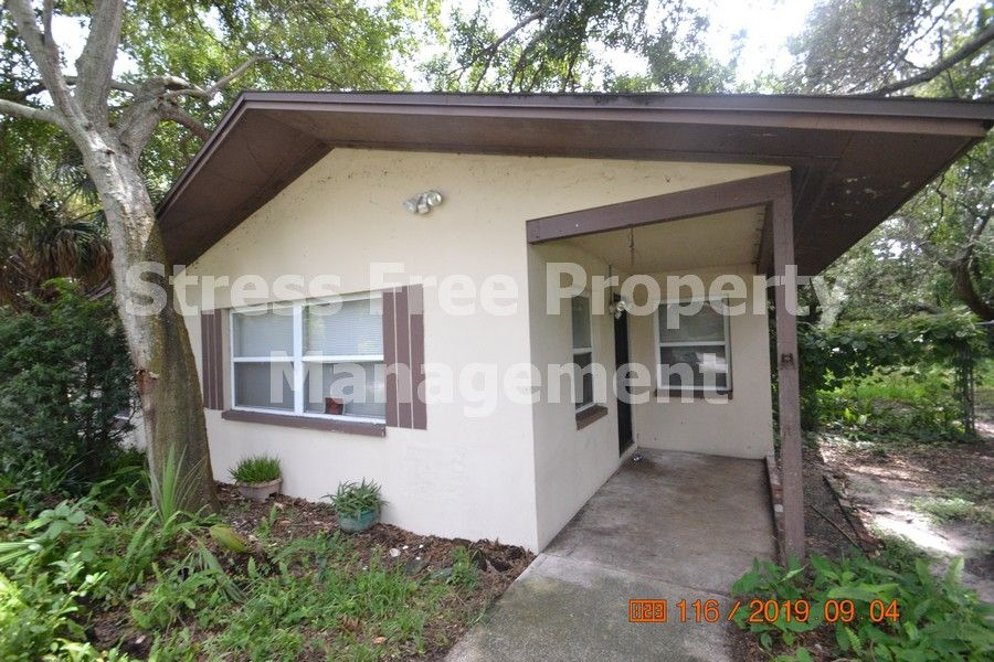 2 bed1 bath home in tampa with 968 sqft of living space