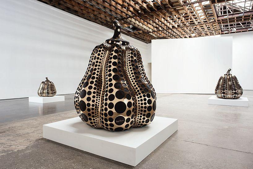 yayoi-kusama-victoria-miro-gallery-sculptures-paintings-mirror-rooms-designboom-02