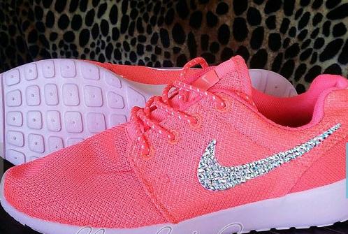 hot pink nike roshe womens