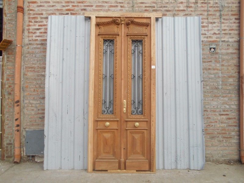 Puerta de madera antigua perfect puerta antigua de madera for Restaurar puertas antiguas de exterior