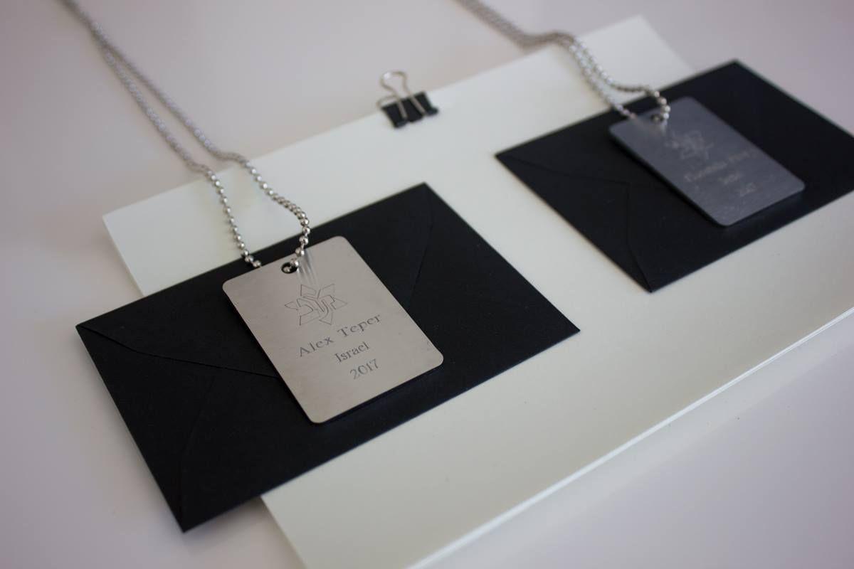"Paloma - Personnalisation de 99 colliers ""plaques militaires"" - Peronalizacion de 99 collares del estilo militar. #palomabijoux #2016"