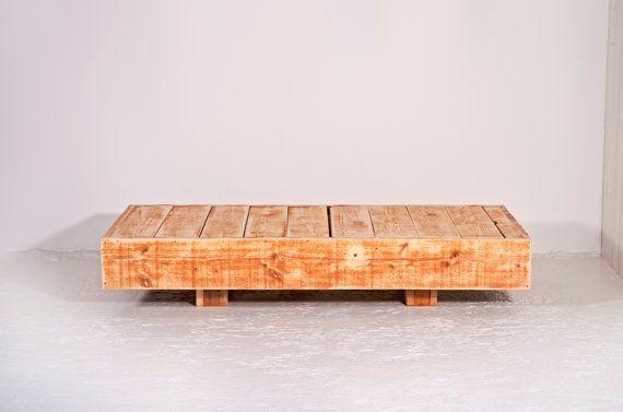 Liegestuhl schwebend aus recyceltem Bauholz PINOT von JOHANENLIES