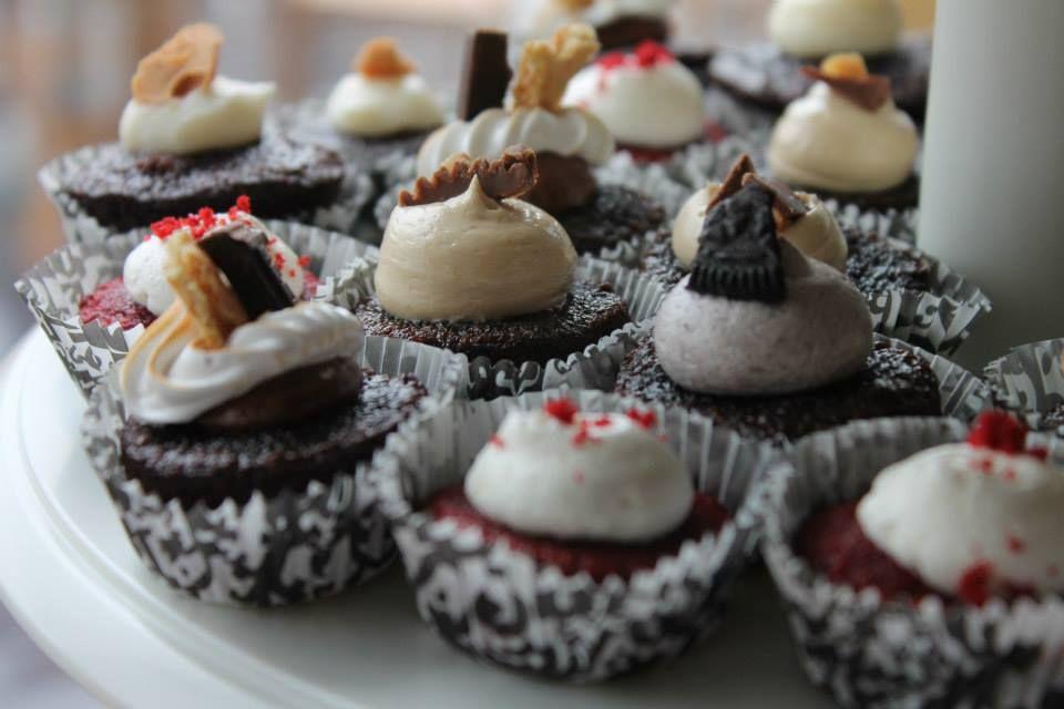www.ChloeMadison.com #minicupcakes #smore #oreo #reeses #redvelvet #cannoli