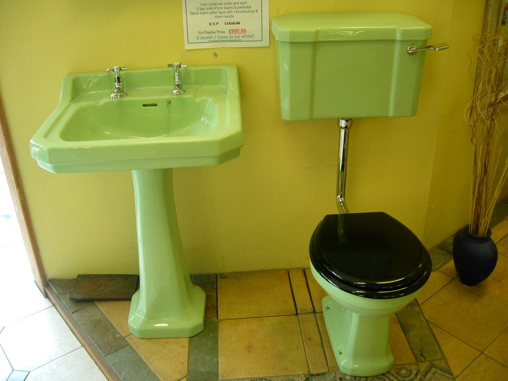 Coloured bathroom suites - Pass My Sunglasses I M Going For A Wee Wee Bathrooms Suitesretro