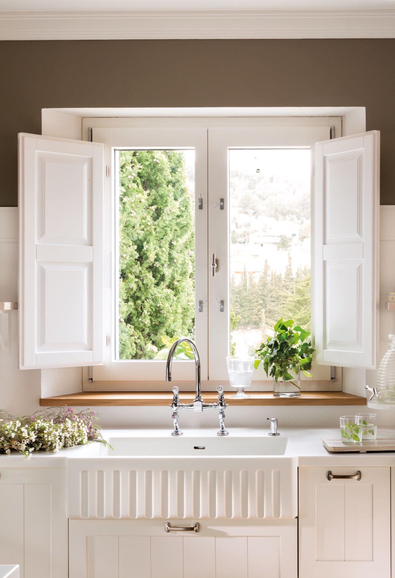 fregadero y encimera en una cocina junto a la ventana | Fregaderos ...