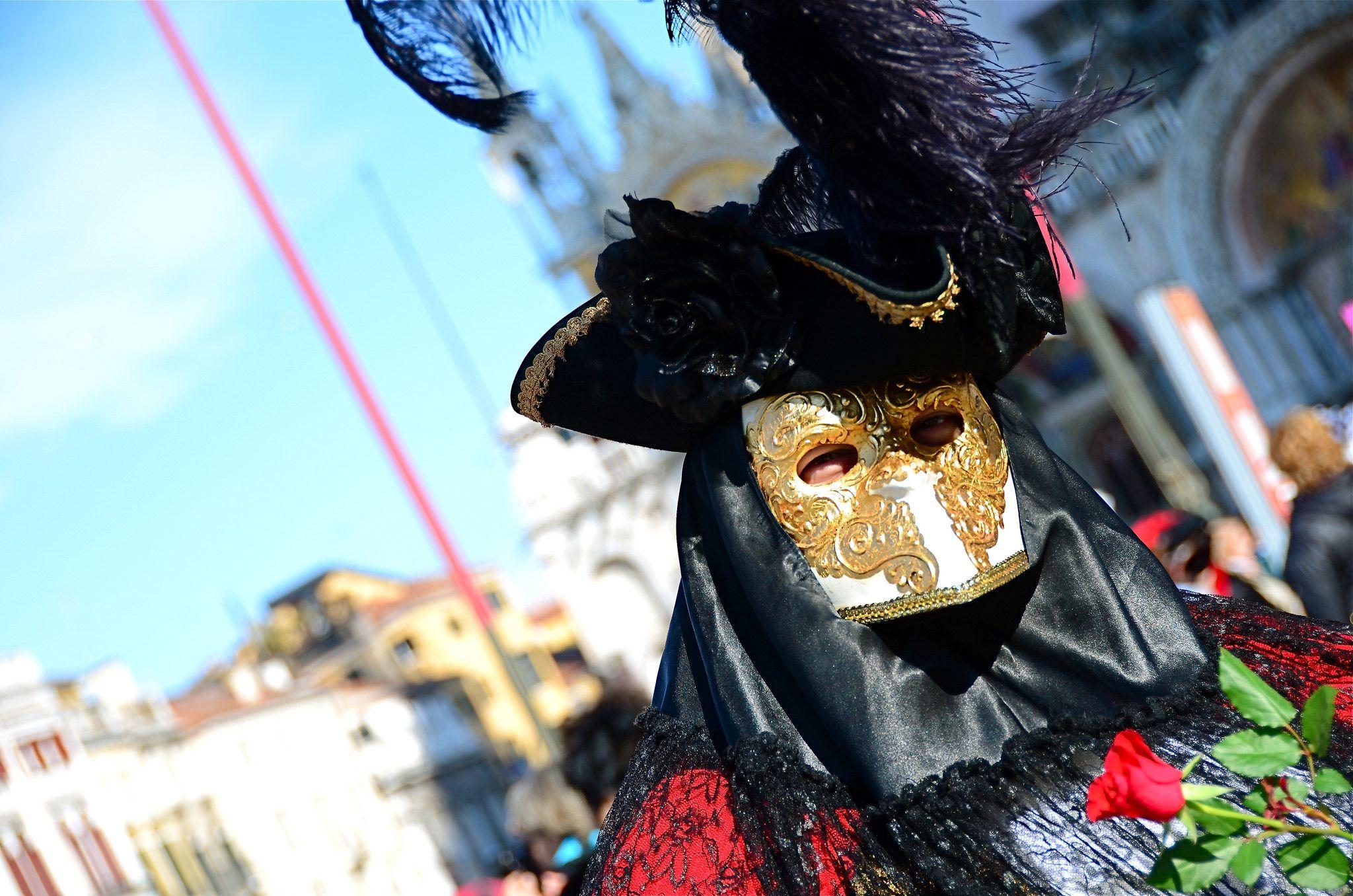 https://flic.kr/p/kZYZa9 | Venice Carnival 2014 - Carnevale di Venezia 2014 | Giovedì e Venerdì grasso nelle calle di Venezia per fotografare le sue splendide maschere carnascialesche