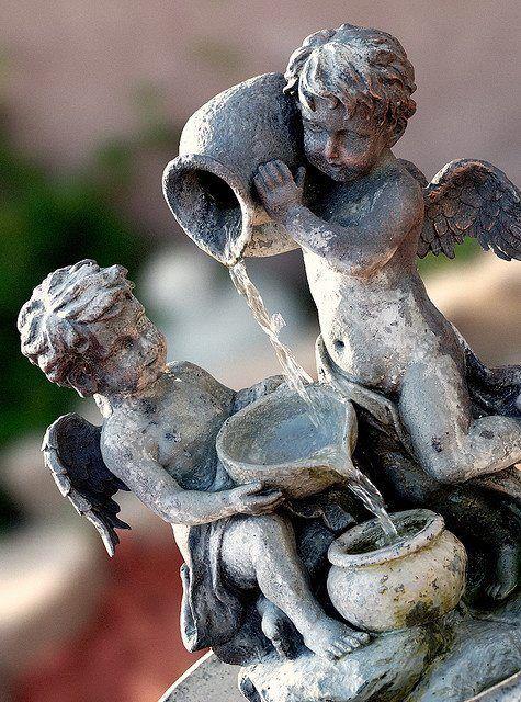Gentil Fuente De ángeles Con Cantaros