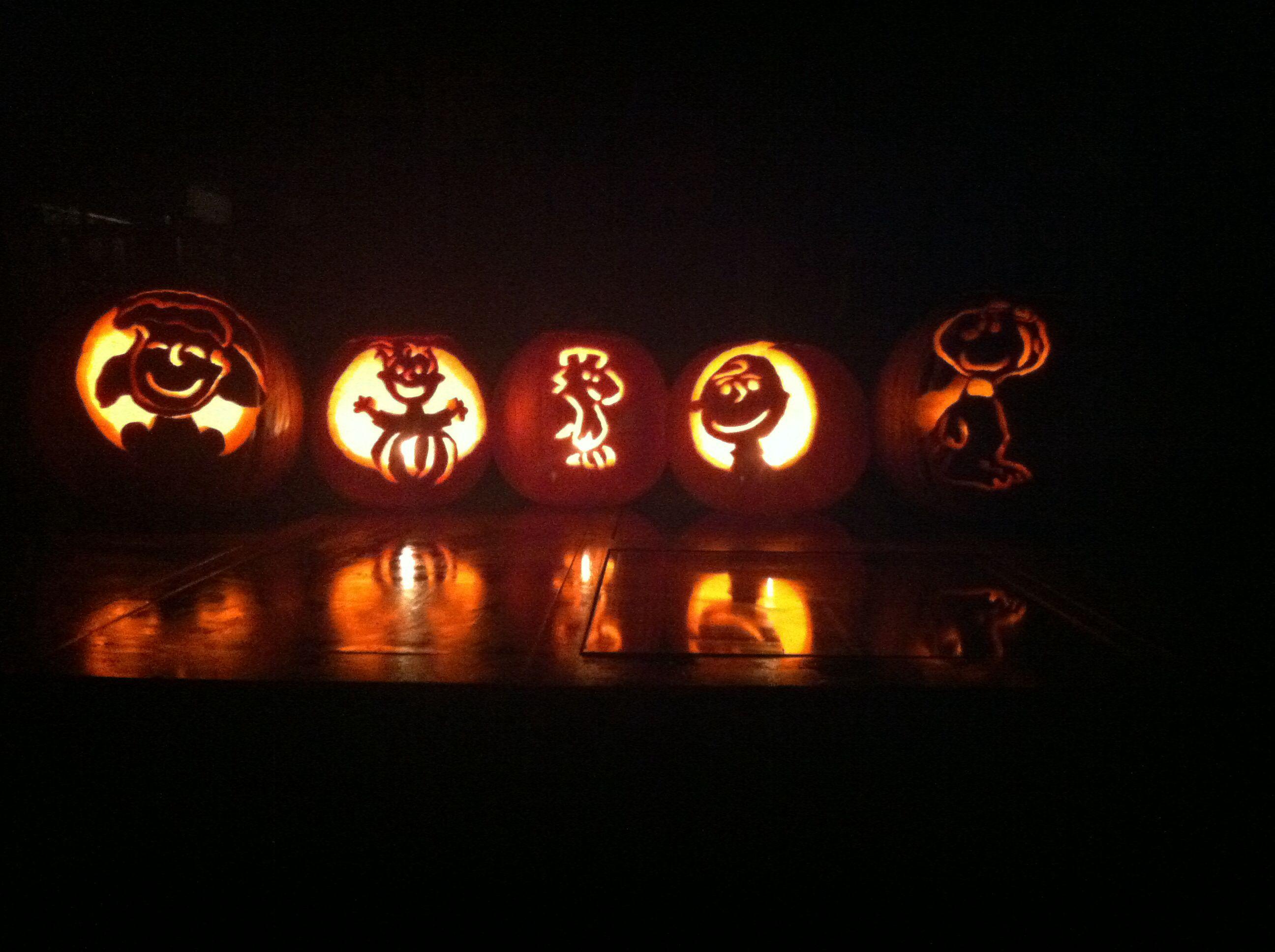 Charlie brown pumpkin carvings lucy linus woodstock