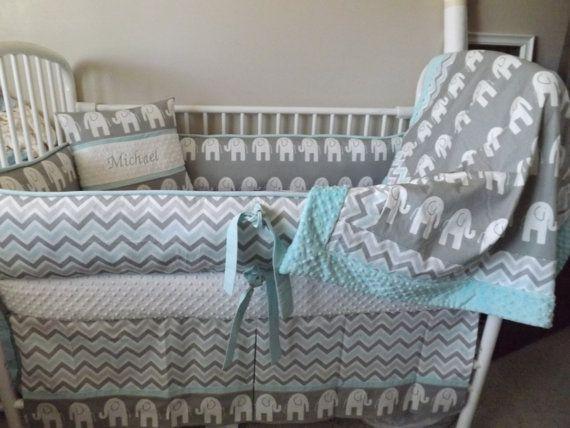 Elefante gris y Aqua bebé cama cuna conjunto por abusymother | Baby ...