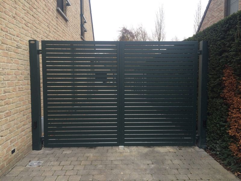 Dubbele vleugelpoort glenfiddich metallooks poort for Moderne afsluiting tuin