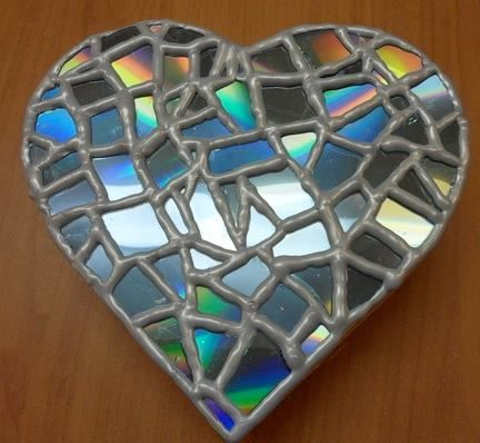 mosaic heart made of old cds http www 1 2. Black Bedroom Furniture Sets. Home Design Ideas