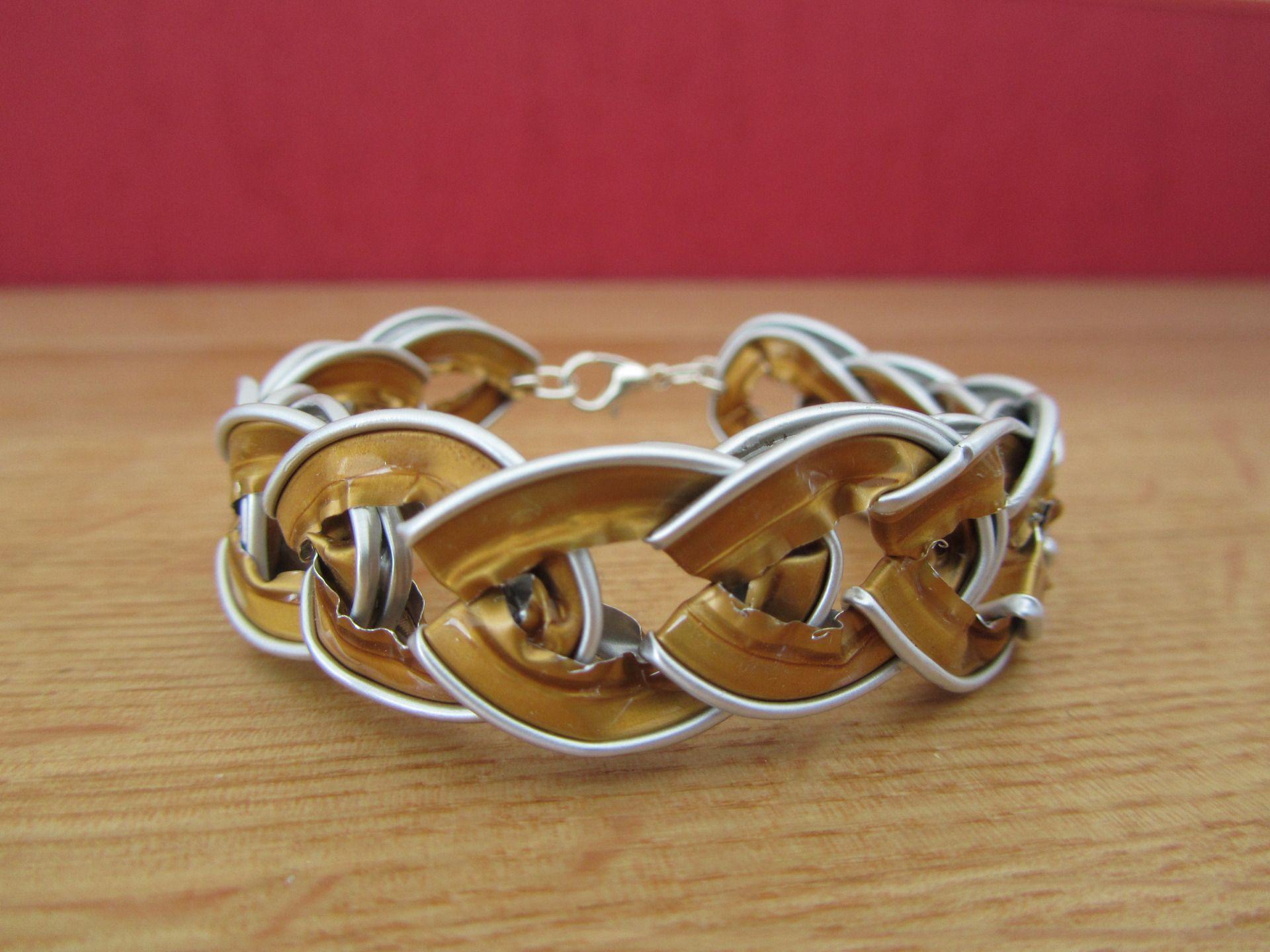 bracelet fantaisie capsules nespresso couleur dor bracelet par creations lili macaron cj. Black Bedroom Furniture Sets. Home Design Ideas