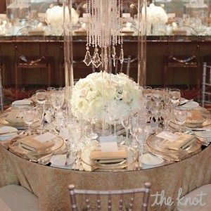 Gorgeous Round Table Decor #Wedding #tabledecor #tablescape