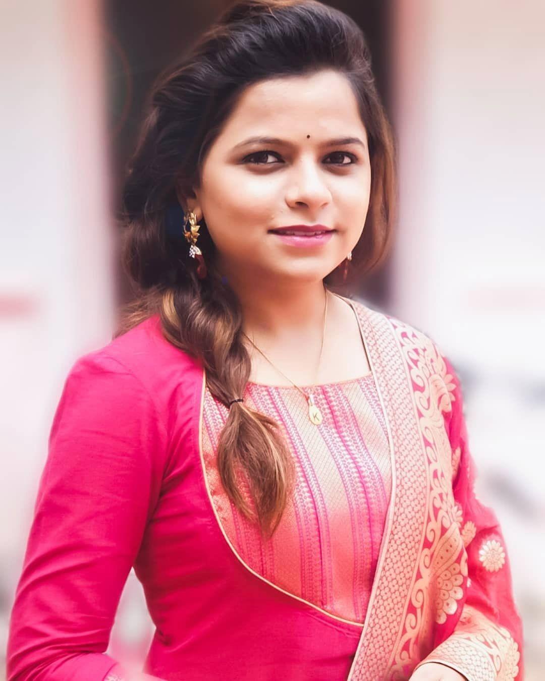 गायिका कार्तिकी गायकवाड |Marathi Singer - Kartiki Gaikwad #kartikigaikwad  #maharashtriangirls | Photo, Girl, N girls