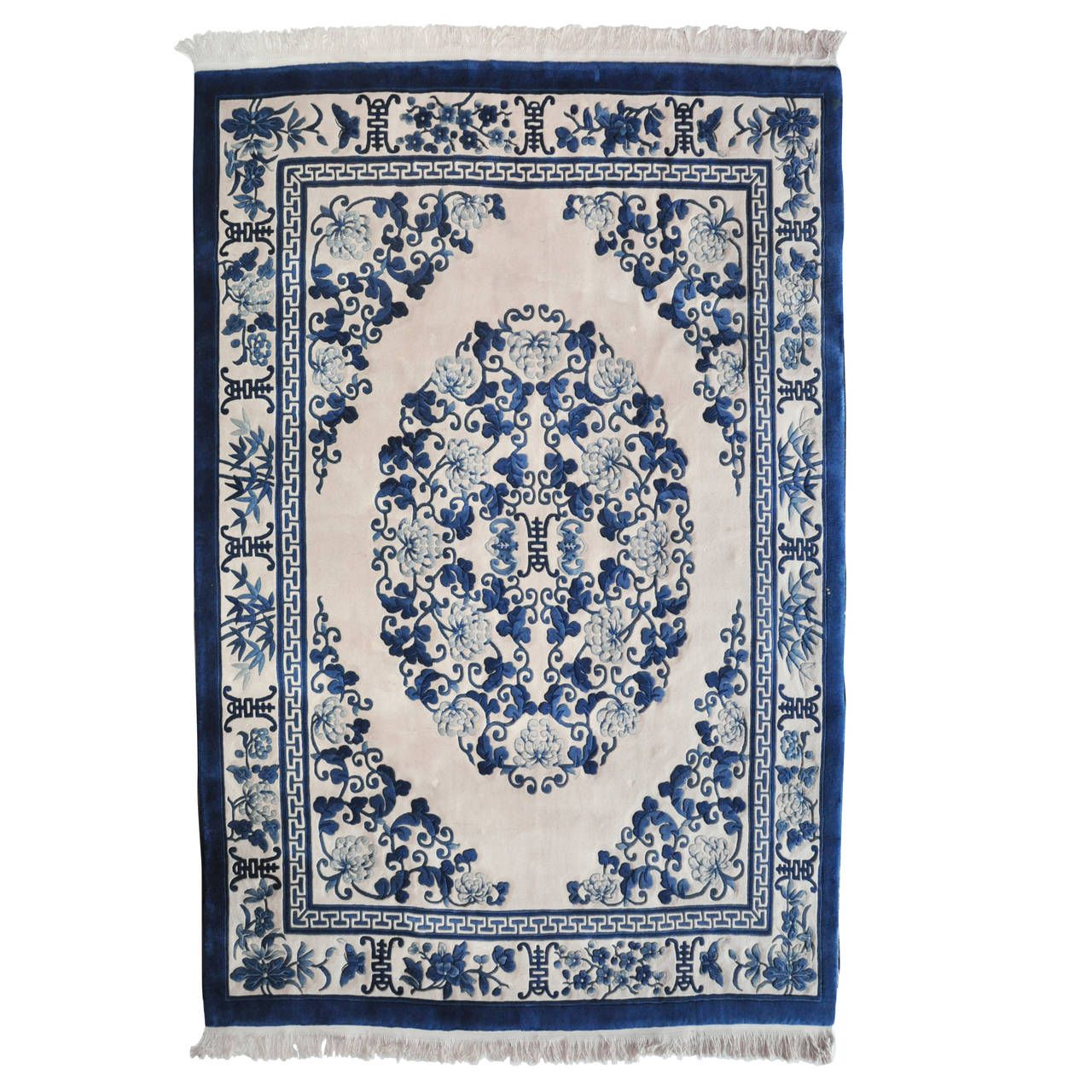 Chinese Blue And White Rug 1stdibs Com Blue And White Rug Chinoiserie Furniture Rugs On Carpet