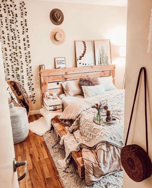 Best Ways To Redecorate With Green: Cozy Pallet Bed Regram: @palletbedz .... Pallet Beds