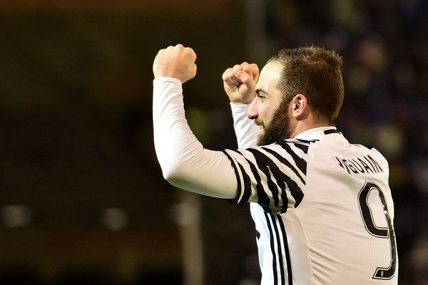 People Photos Juventus Cagliari Gonzalo Higuain