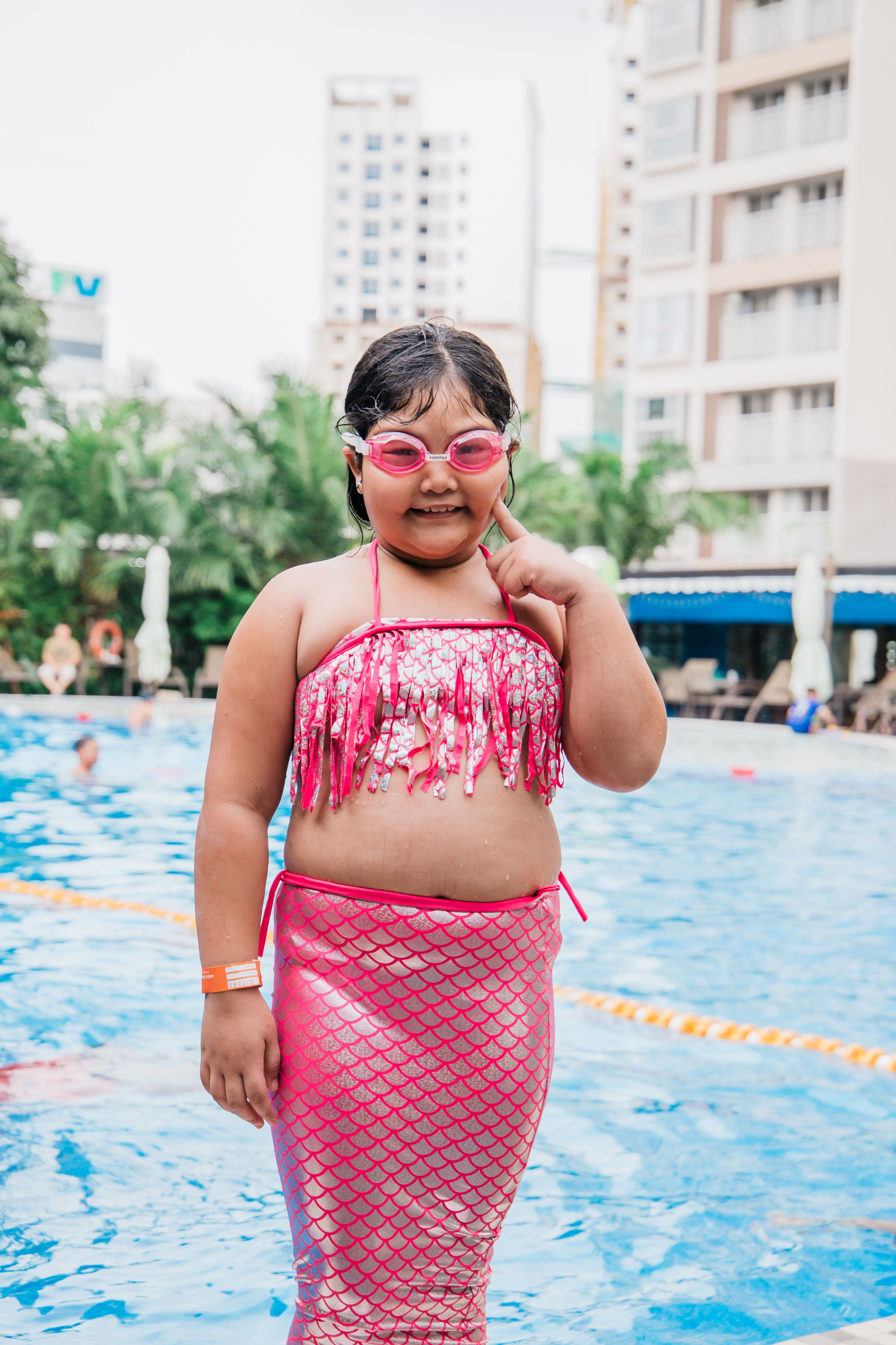 This obesity girl wearing a mermaid tail is the real queen of the sea.  Merman Tiun can make the best mermaid tail for all sizes #mermantiun #tiun  #swimming ...