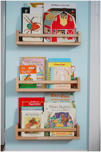 Bücherregal wand kinderzimmer  IKEA Hack fürs Kinderzimmer: Bücherregale aus BEKVÄM Gewürzregalen ...