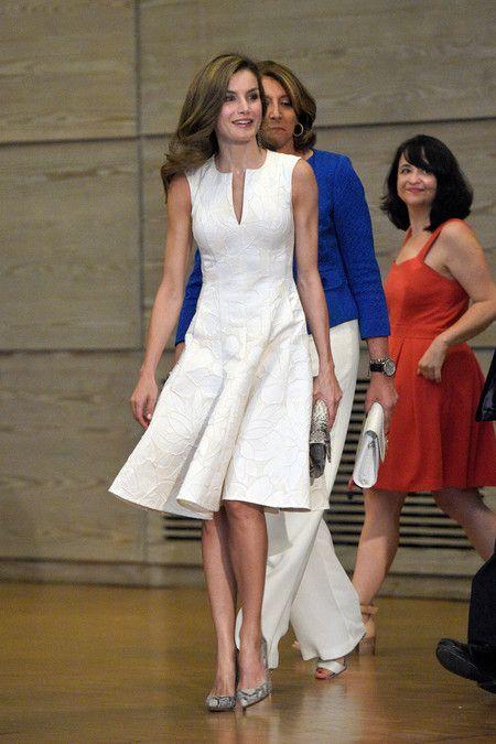 60767b7185 El look de Doña Letizia en los Premios Nacionales de la Moda (y no ...