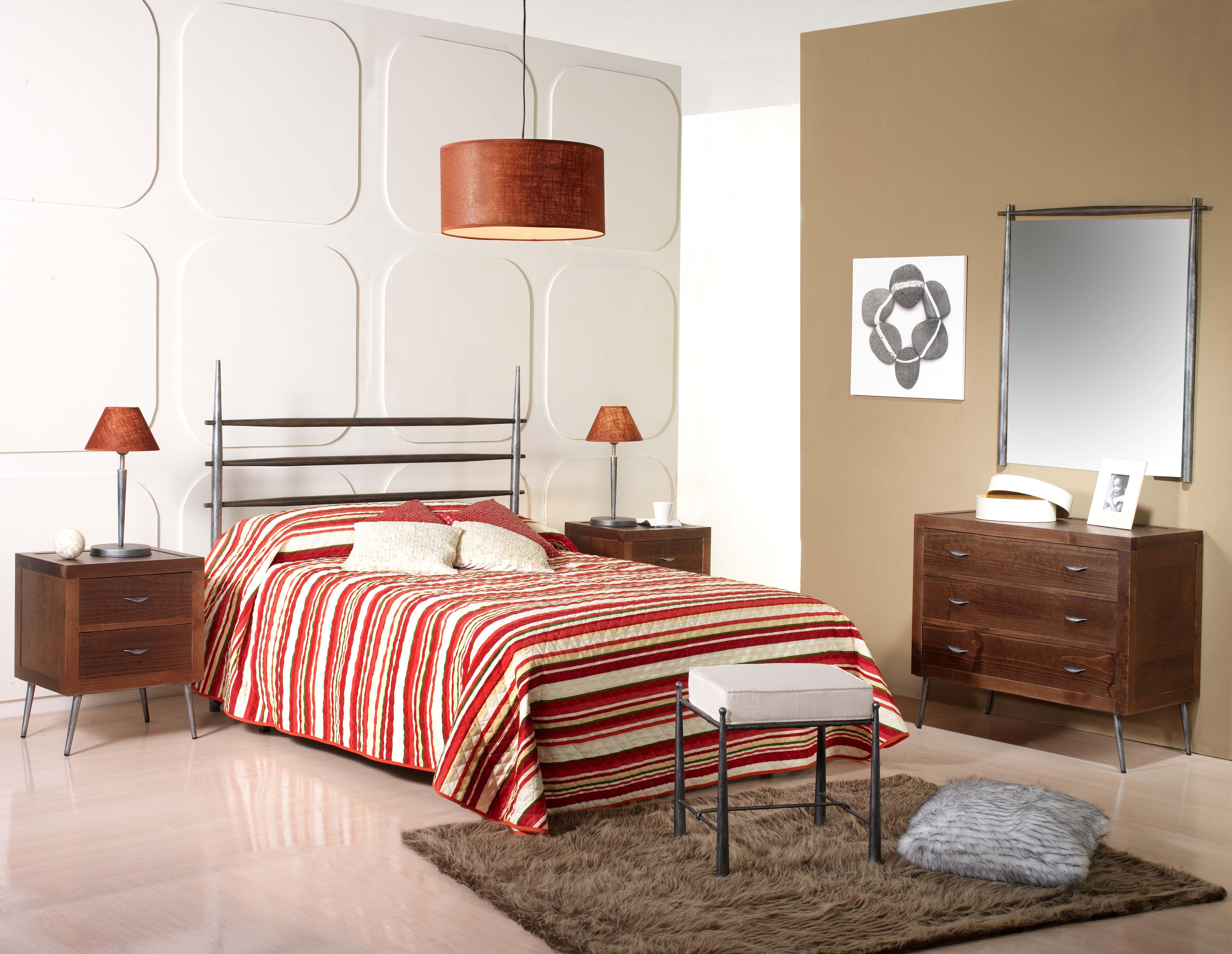 Dormitorio de forja y madera mod Tubular fabricado a mano tonos