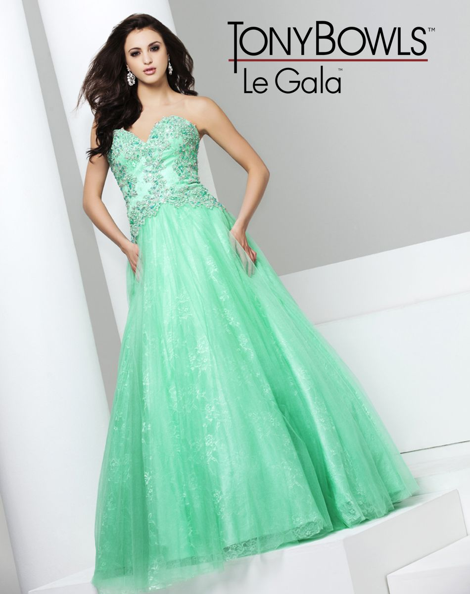 115518 Mint size 6 Tulle over Lace ballgown with strapless ...