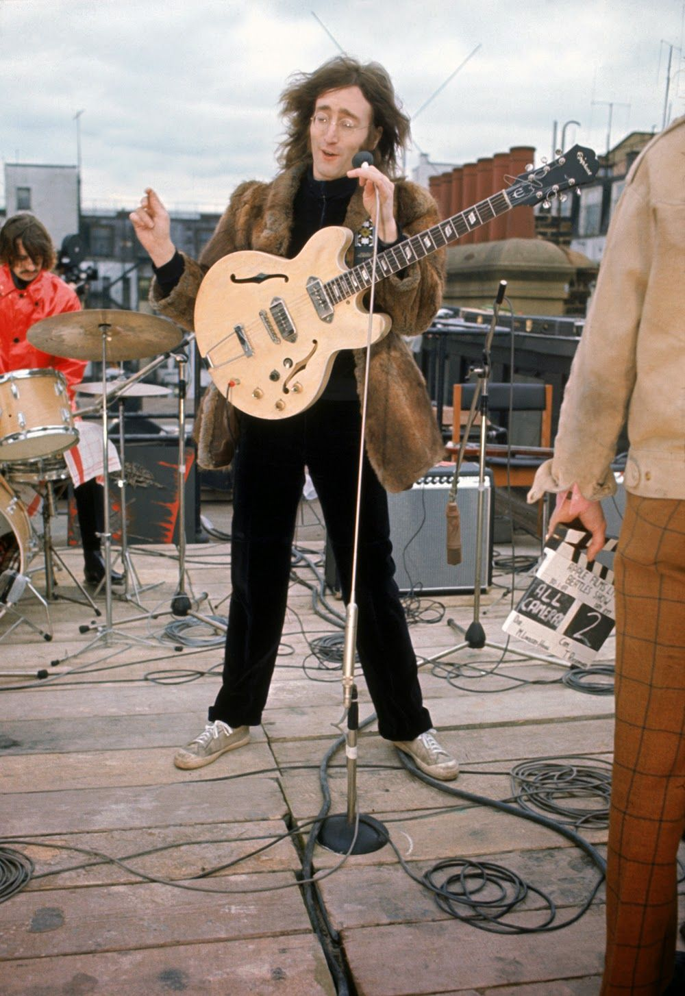 Vintage Everyday Wonderful Color Photographs Of The Beatles Rooftop Concert In 1969 The Beatles Beatles John John Lennon