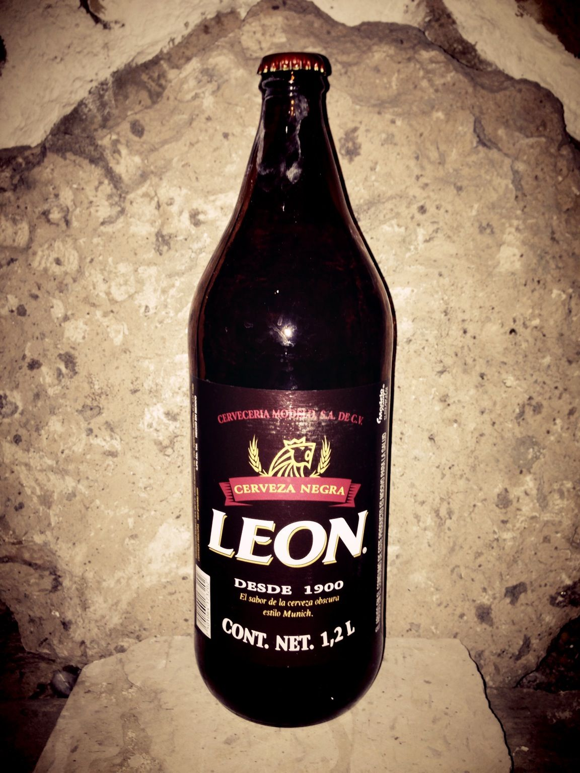 cerveza león caguama méxico beers of the world pinterest